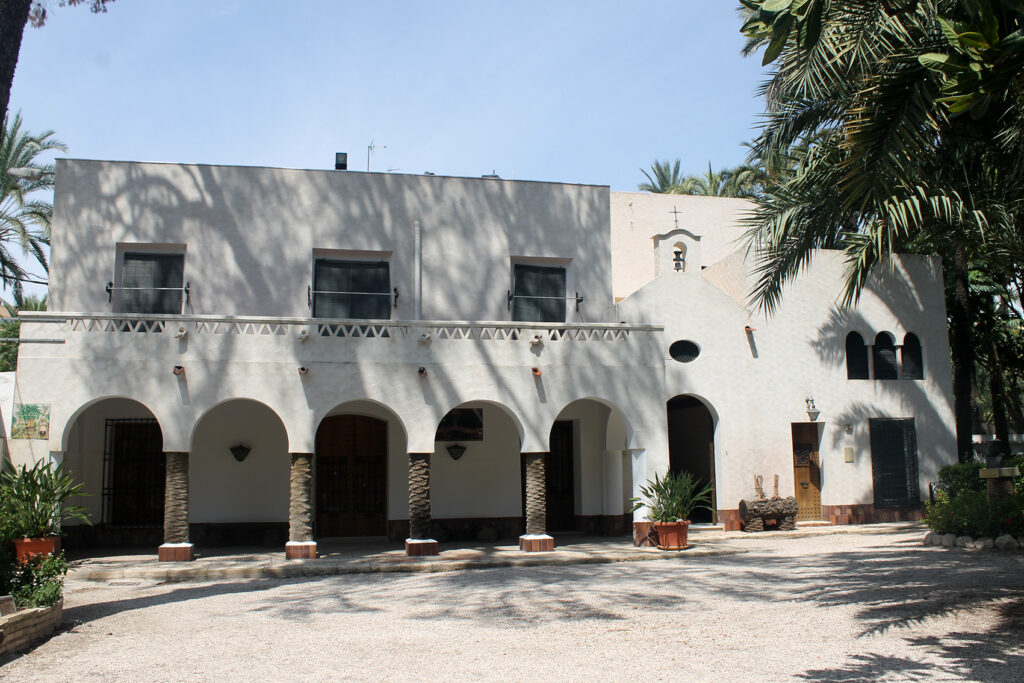 The national artistic garden Huerto del Cura completes the restoration of the house facade